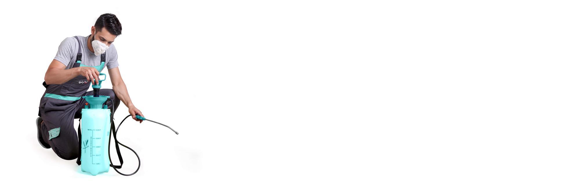 سمپاشی باغچه و فضای سبز در همدان